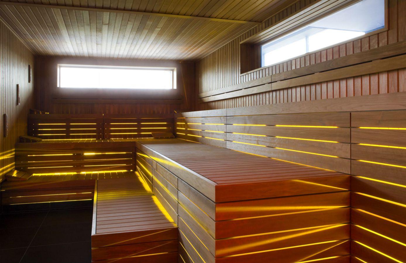 sauna met design ledverlichting west pool